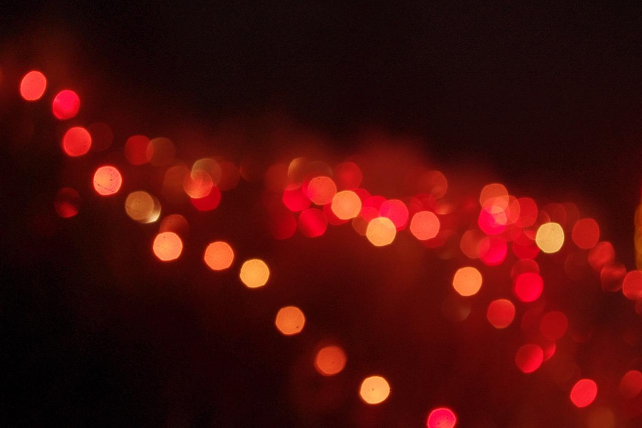 Come usare le luci di Natale tutto l'anno: idee originali per illuminare casa