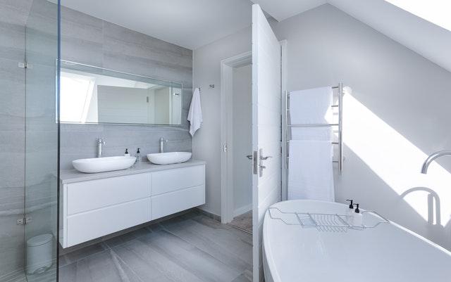 Riscaldare il bagno col termoarredo: cosa sapere sugli scaldasalviette